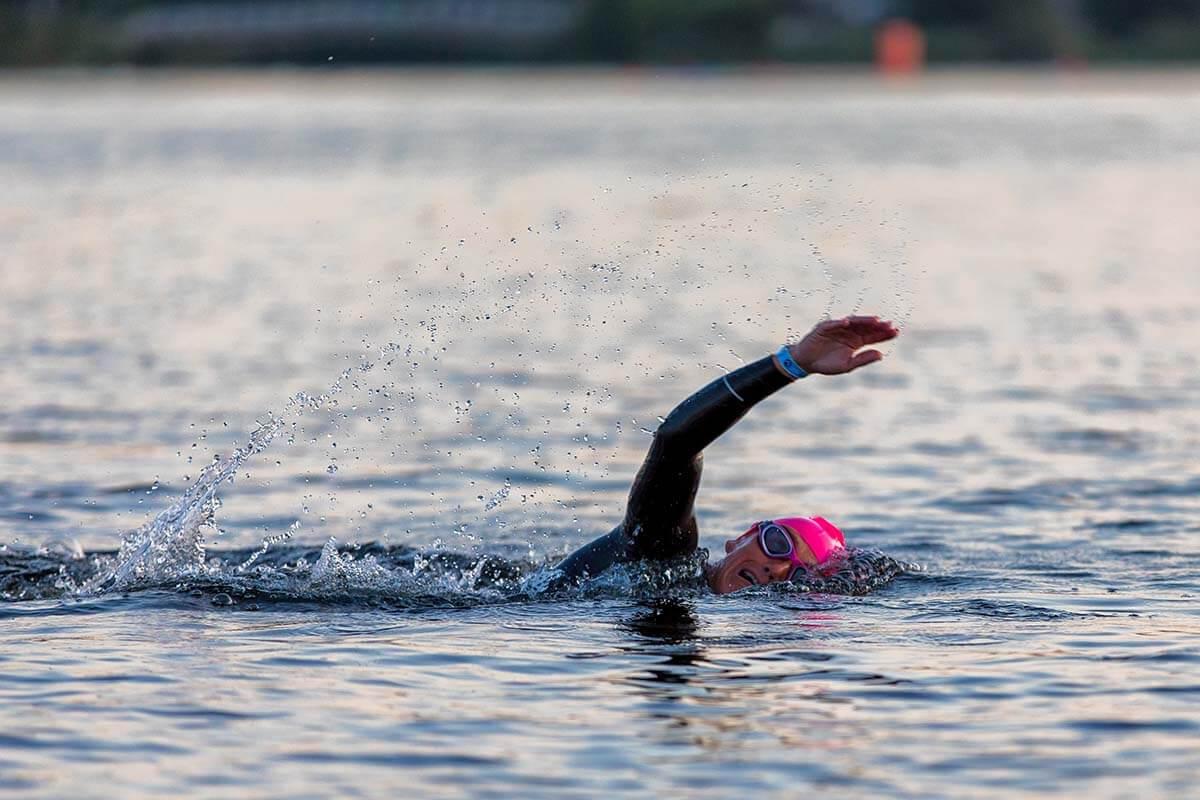 HOKA athlete Yvonne van Vlerken swimming