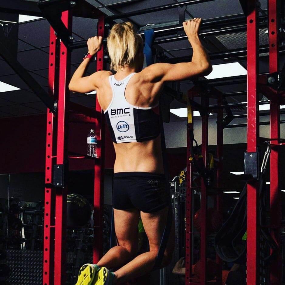 HOKA athlete Emma Pallant performs a pull up